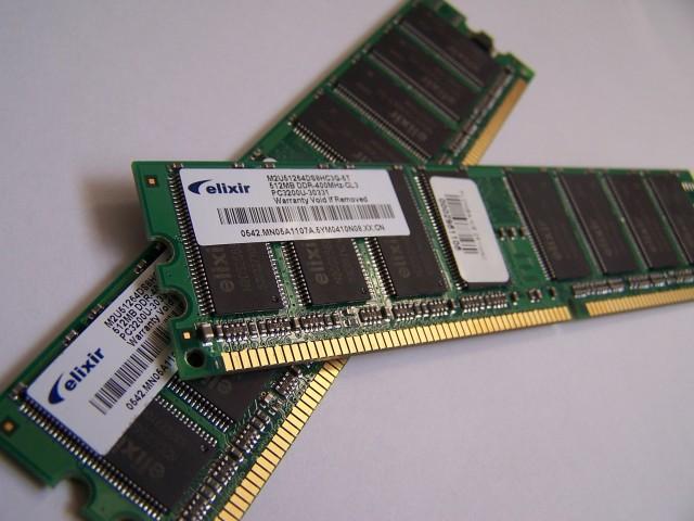 http://cdn.arstechnica.net/wp-content/uploads/2012/06/Memory_module_DDRAM_20-03-2006-640x480.jpg