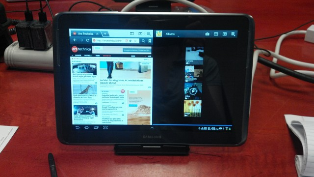 The dual-screen mode in action.