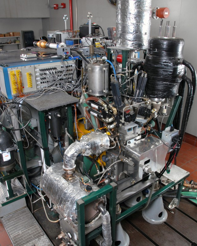 A GM single-cylinder HCCI research engine with a computer-controlled valve actuation system.