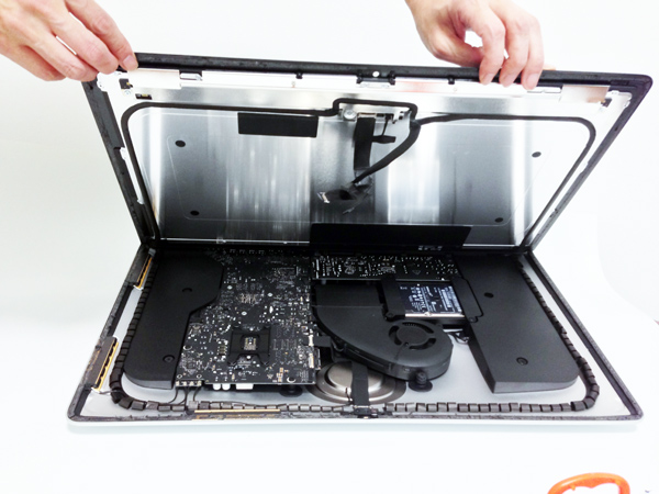 Opening the new 21-inch iMac appears to require only suction cups and maybe a spudger.