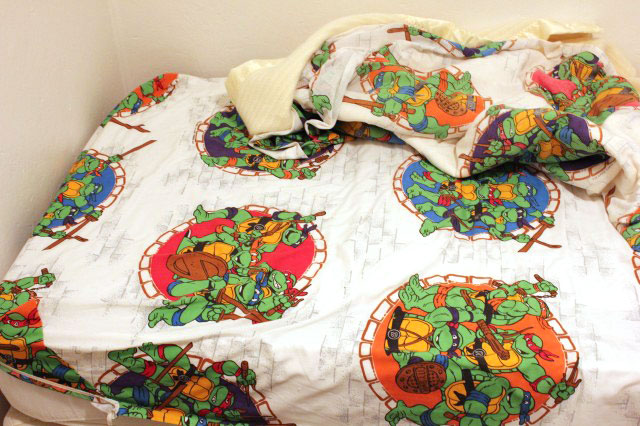 Ars editor Cyrus Farivar got to sleep in this bed, replete with Teenage Mutant Ninja Turtles sheets.