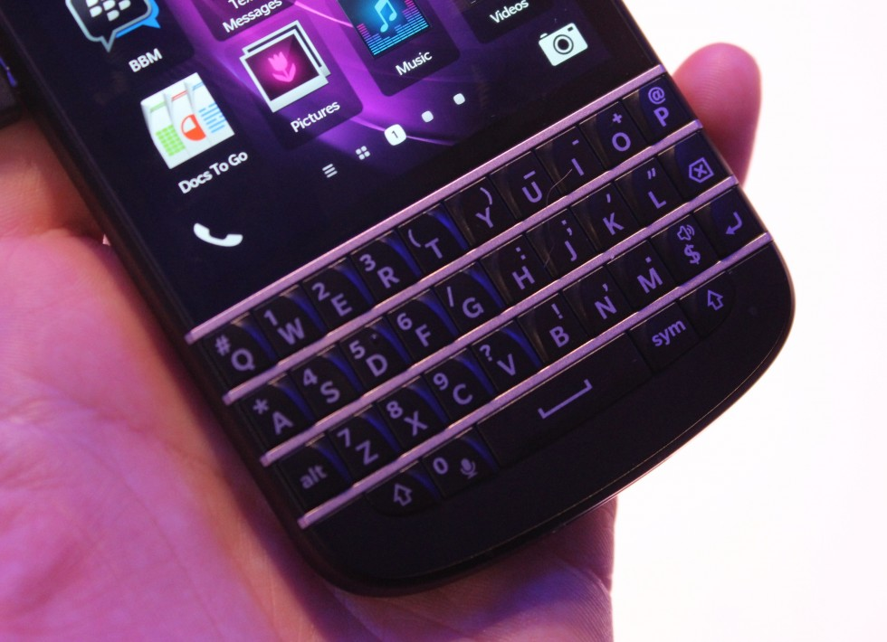 how to clean blackberry q10 keyboard