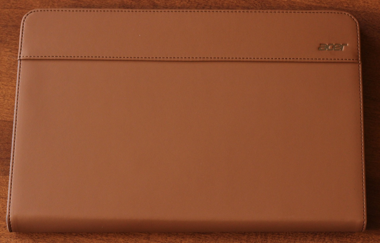 The W700's handsome faux-leather carrying case.