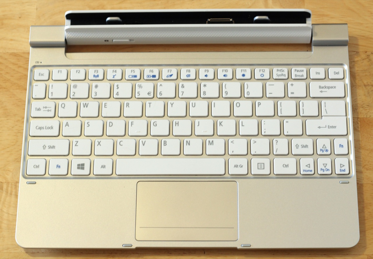 The W510's keyboard dock by itself—on the inside, it's mostly battery.