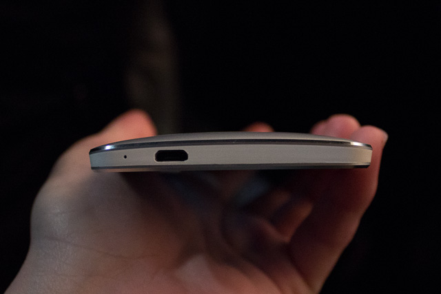 The bottom of the HTC One, with a microphone and micro-USB port.