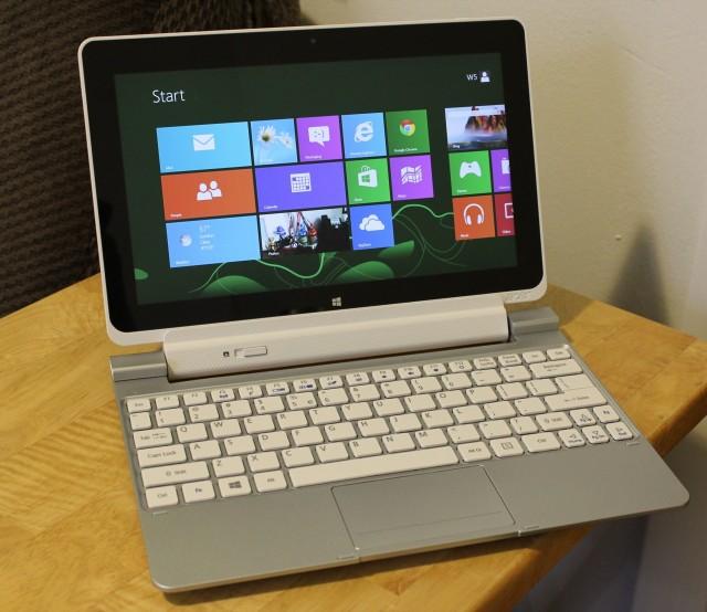 The W510 sitting in its keyboard dock.