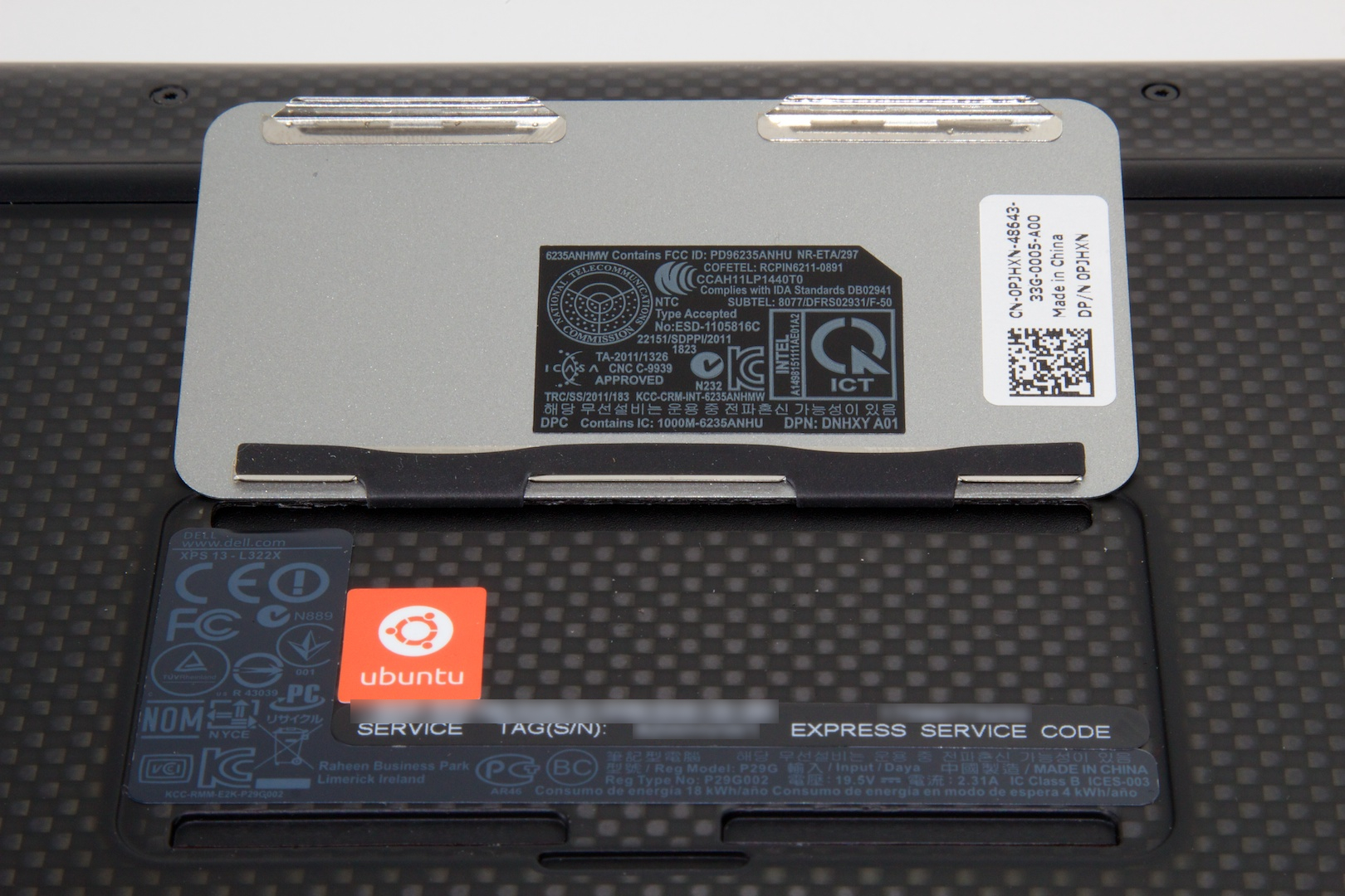 Beneath the XPS badge on the bottom of the Ultrabook is the service tag, serial number, and a neat little Ubuntu sticker.