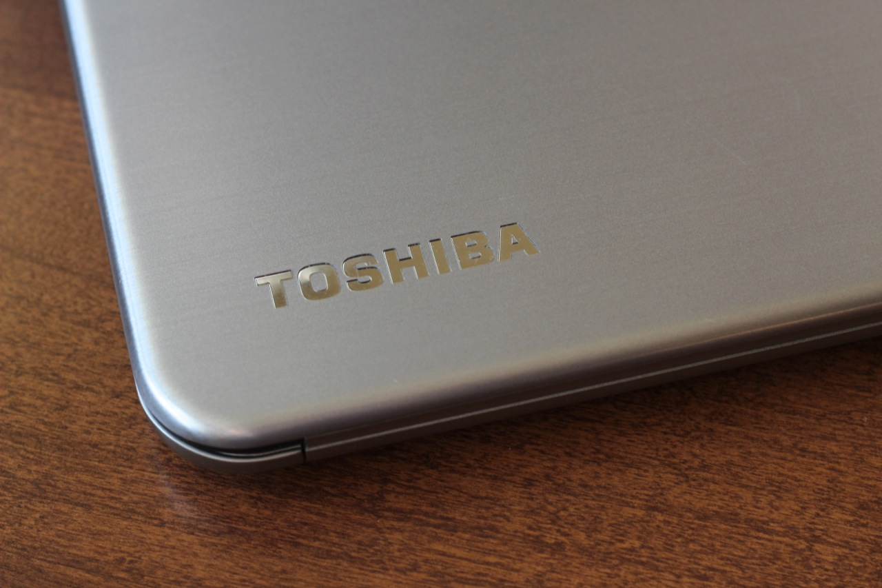 "Logos are happily pretty understated on the Kirabook: There's one Toshiba logo on the lid, one underneath the screen in the laptop's bezel, and ""Kira"" and Harmon/Kardon logos on the palm rest. Windows, Intel, and Energy Star stickers are likewise understated and easy to remove."