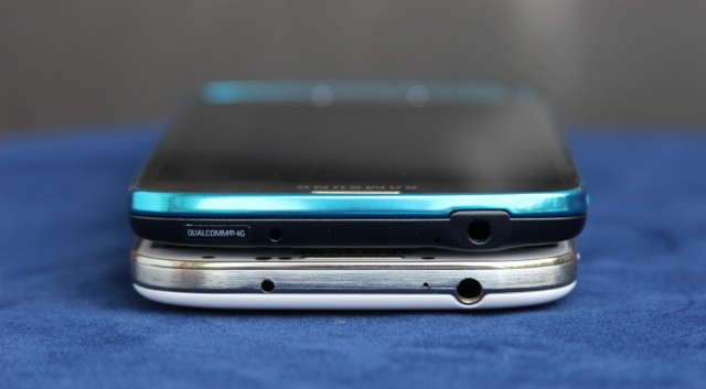 The headphone jack doesn't need a cover to be waterproof.