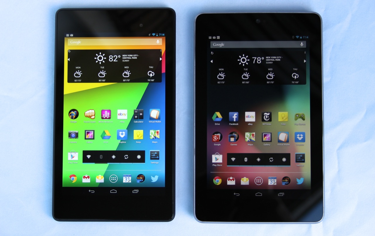 The 2013 Nexus 7 (left) has a 323 PPI screen, compared to 216 PPI for the old version (right).
