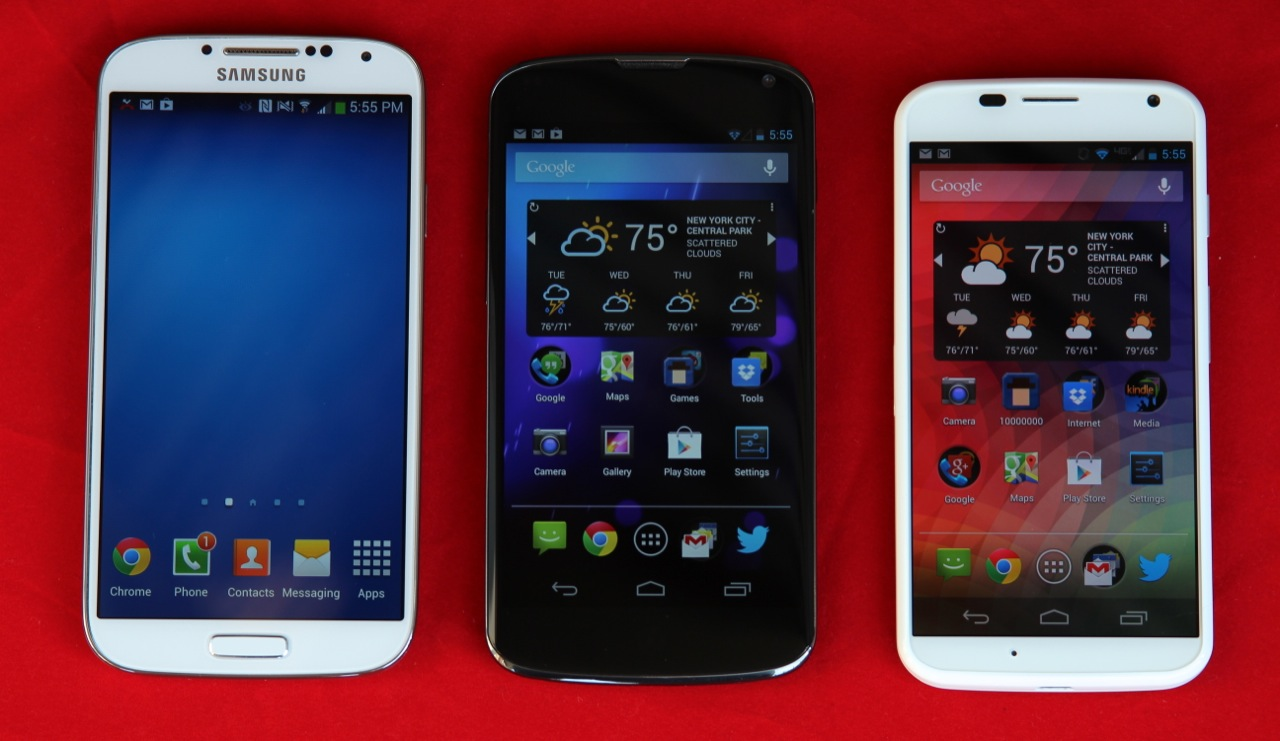 While we think 1080p phone displays are lovely and all, there are definitely diminishing returns when you start going above 300 PPI. From left to right, the 1080p Galaxy S4, the 720p Nexus 4, and the 720p Moto X.