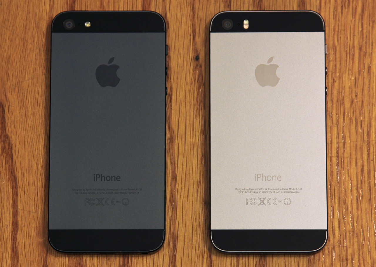 "The black iPhone 5 (left) compared to the much lighter ""space gray"" iPhone 5S (right)."