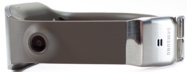 One side of the band, which houses a 1.9MP camera and a speaker in the clasp.