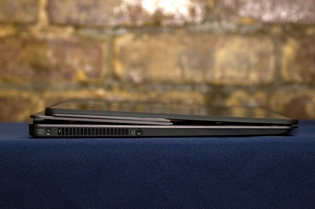 When in convertible mode, there are gaps between the lid and the keyboard area.