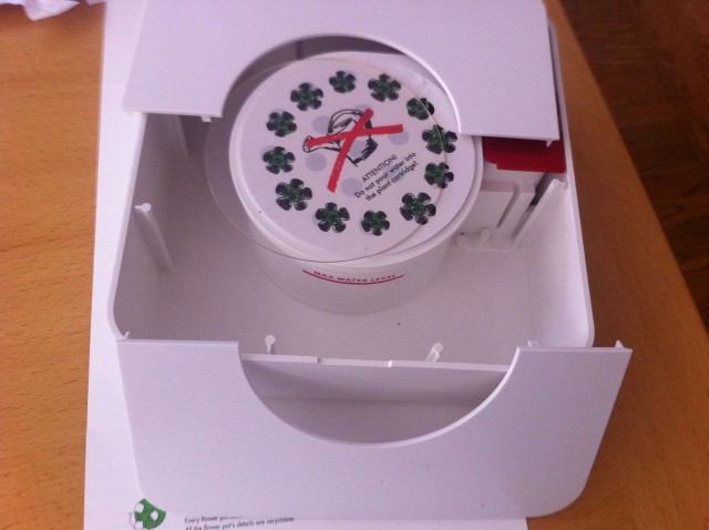 Here's the setup for the Click and Grow Smart Flowerpot, with the removable top plate that covers the water reservoir.