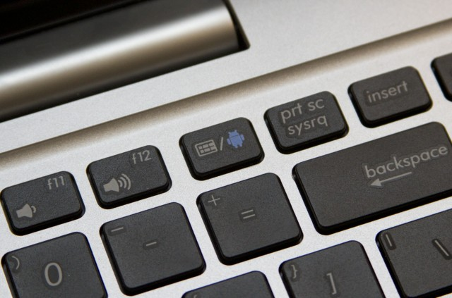 A dedicated hardware keyboard switches between the two operating systems. A software button for tablet mode is also available.