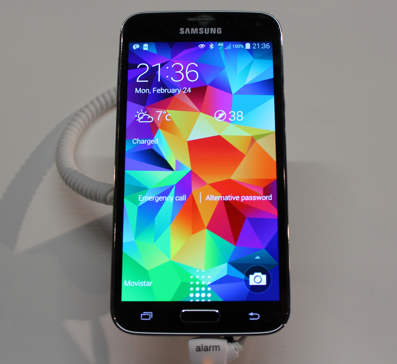 Hands On Samsungs Galaxy S5 Is An S4 With A Kitchen Sinks Worth Of Ext...