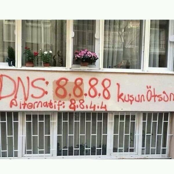 Graffiti in Istanbul tells how to get past the Twitter blockade with Google DNS.