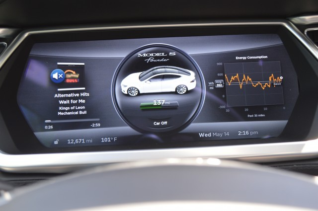 The digital instrument cluster can show all kinds of information.