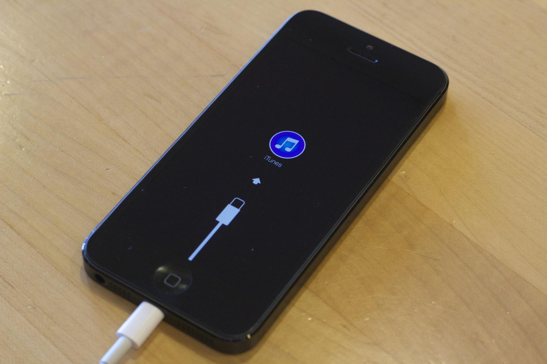 On Sun June 23rd 2013 Ios 7 Ios 7 Beta Ios Hacks Iphone 4 Root Acc ...