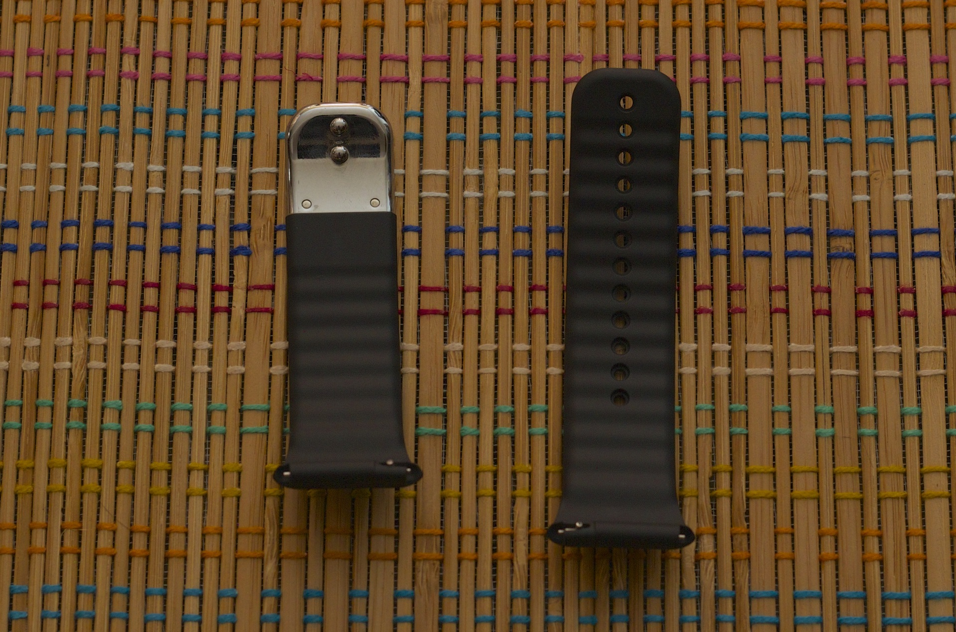 Samsung's strap is so stiff you have to take it off to get a good picture of it. Those silver pegs hold the two halves of the band together.