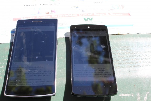 A OnePlus One and Nexus 5 set to maximum brightness in direct sunlight.