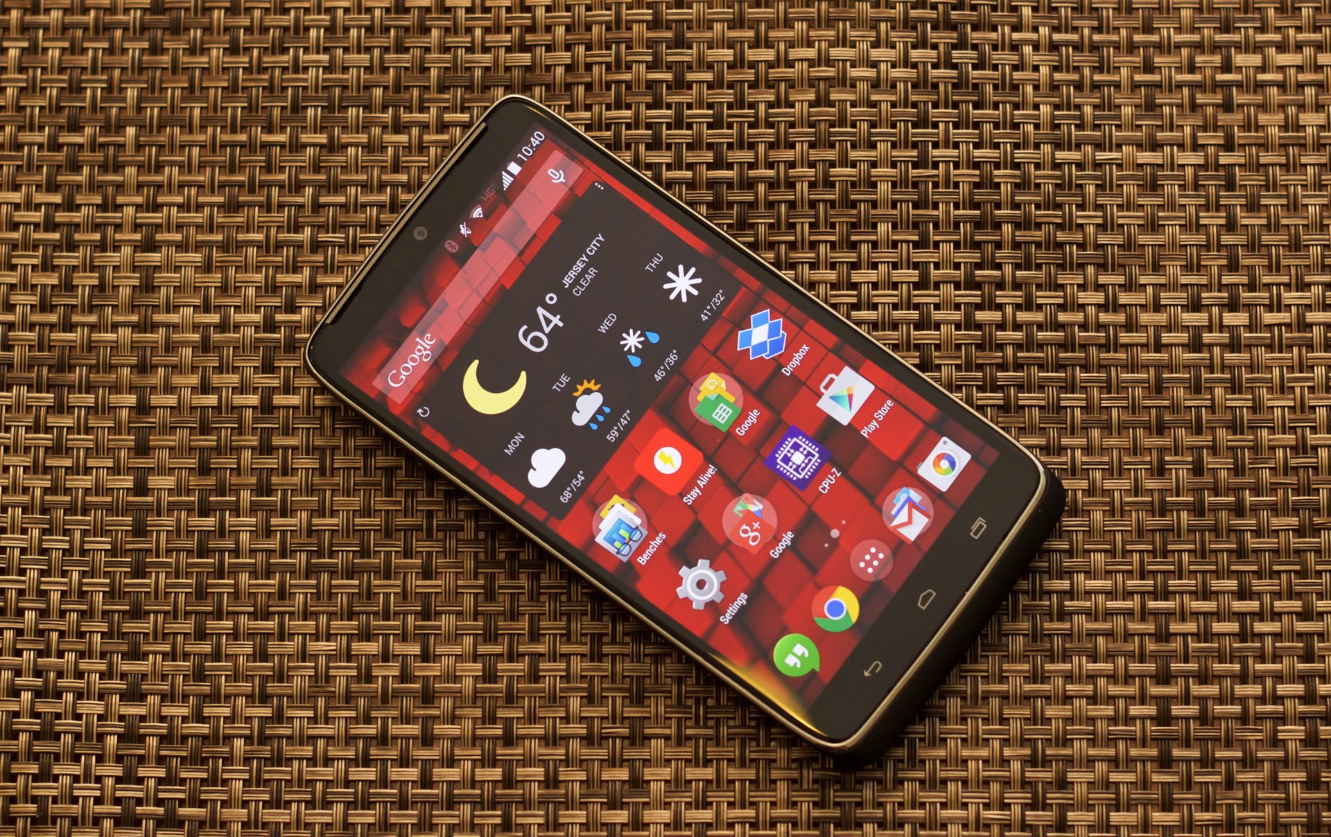 Review: Motorola's Droid Turbo beats the Moto X in specs ...