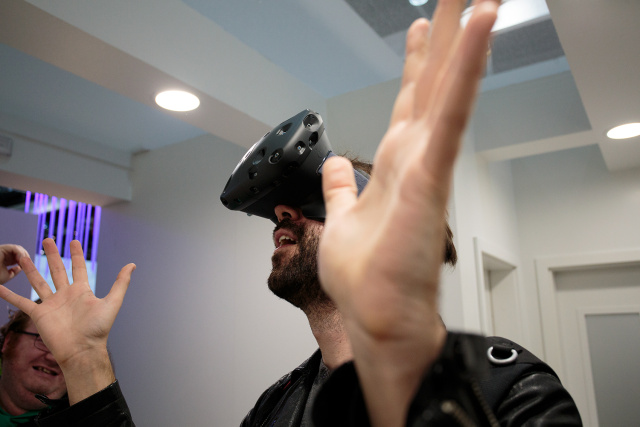 """Valve/HTC Vive VR headset only doing a """"limited"""" launch in 2015"""