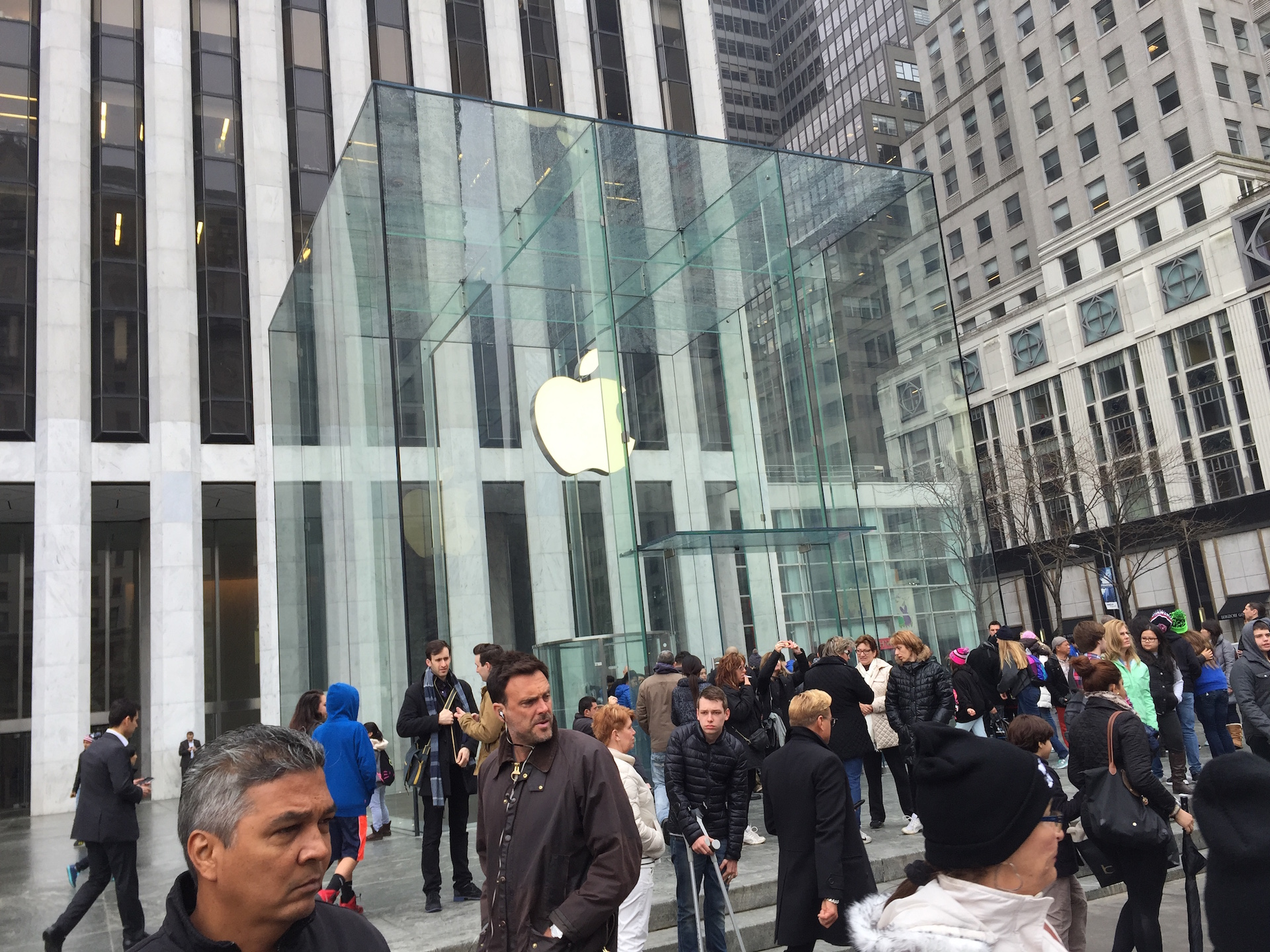 Apple's flagship Fifth Avenue store offers Edition demos. Most other stores in the area don't.