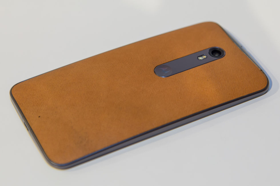 Hands-on with the 2015 Moto X Pure Edition—stock Android ...