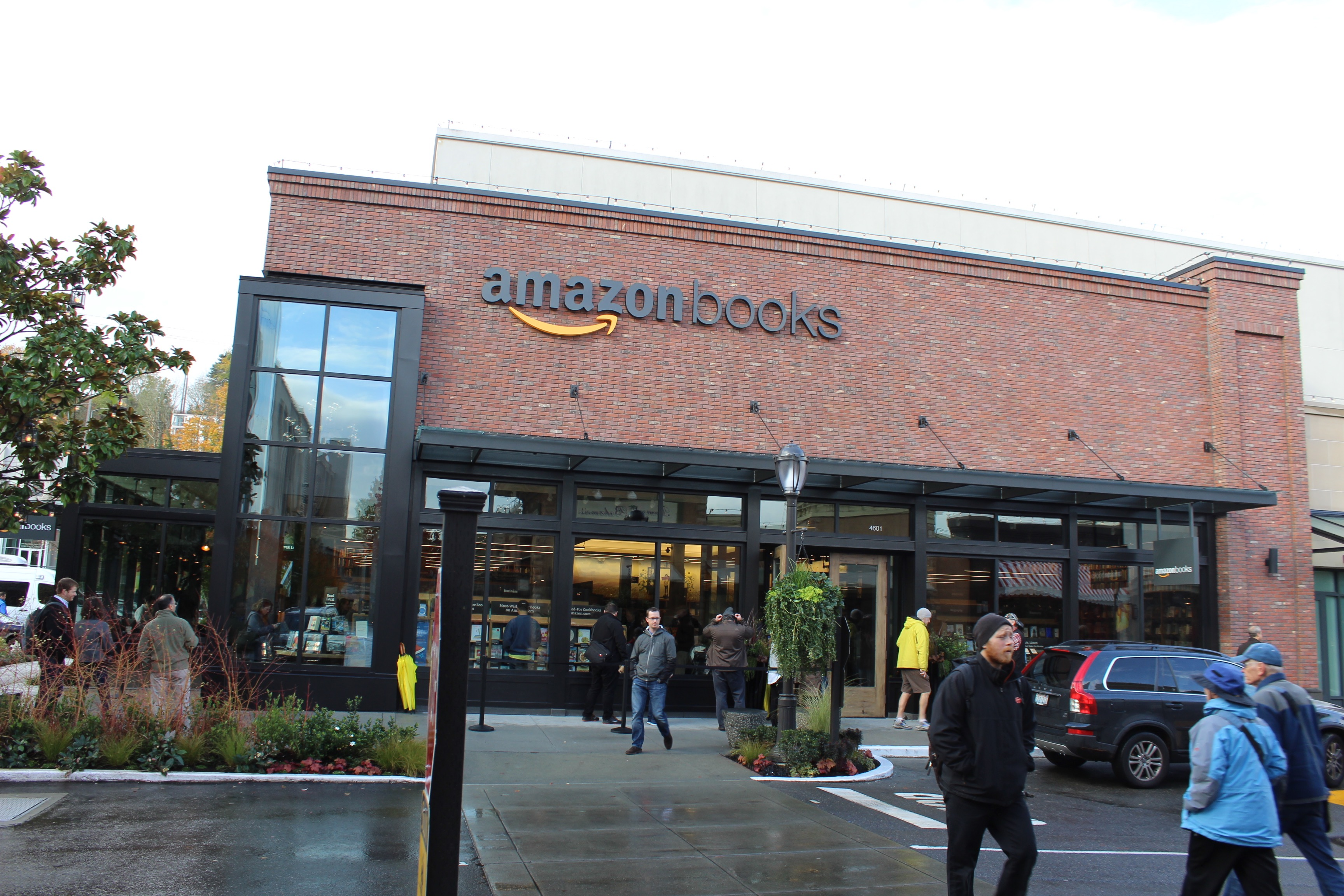 amazon s first brick and mortar store one big ad for the amazon app ars technica. Black Bedroom Furniture Sets. Home Design Ideas