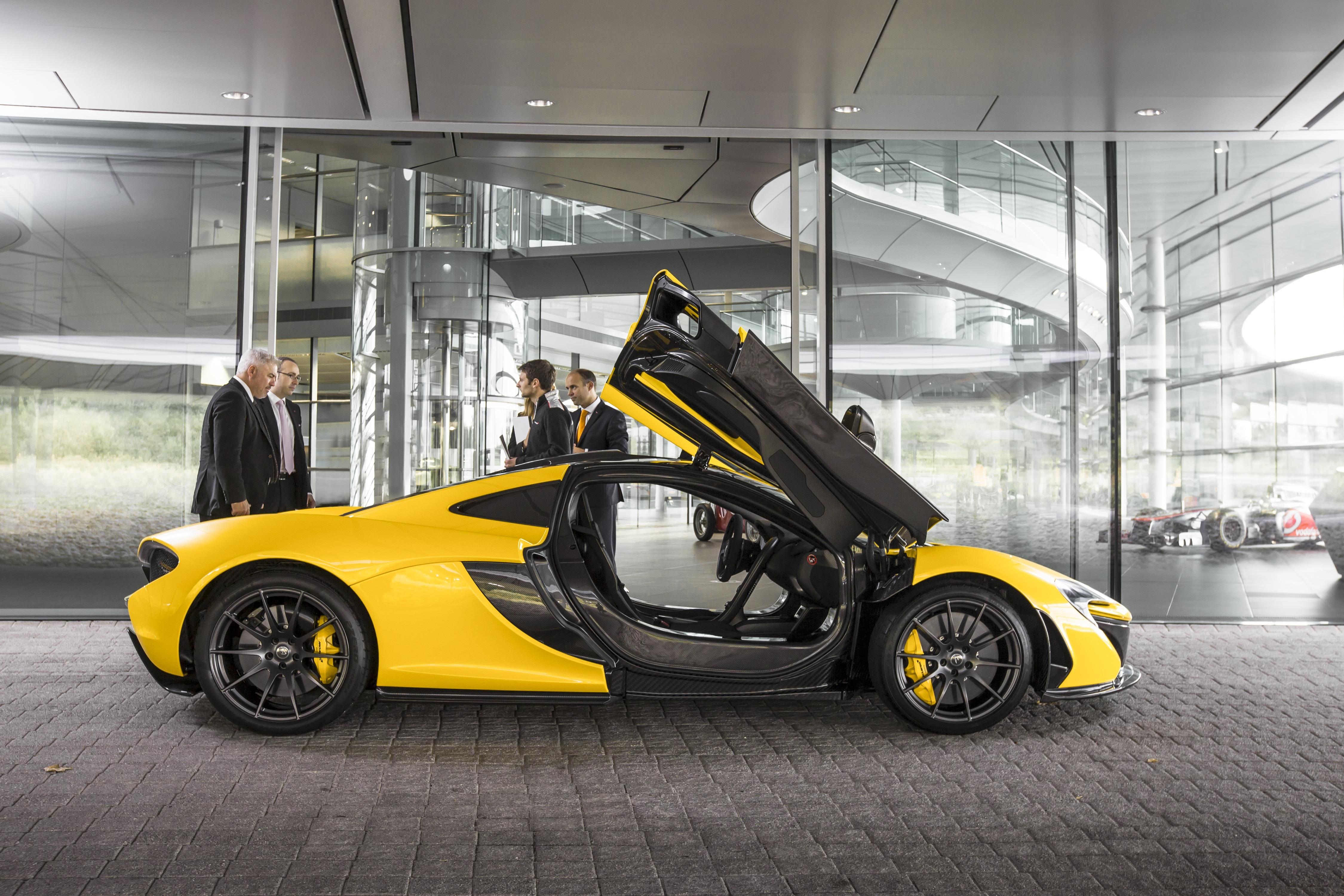 Asombroso como se siente manejar un carro de 1 6 millones for Mclaren carro de paseo