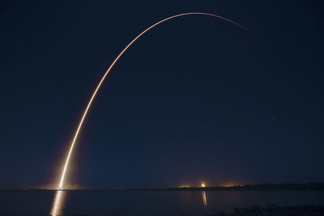 abs_eutelsat_launch_streak-640x427.jpg