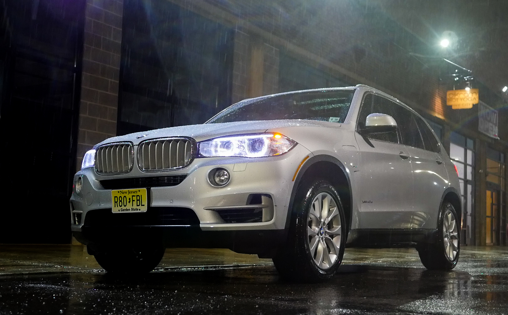 a week with bmw s unexpectedly charming x5 hybrid suv. Black Bedroom Furniture Sets. Home Design Ideas