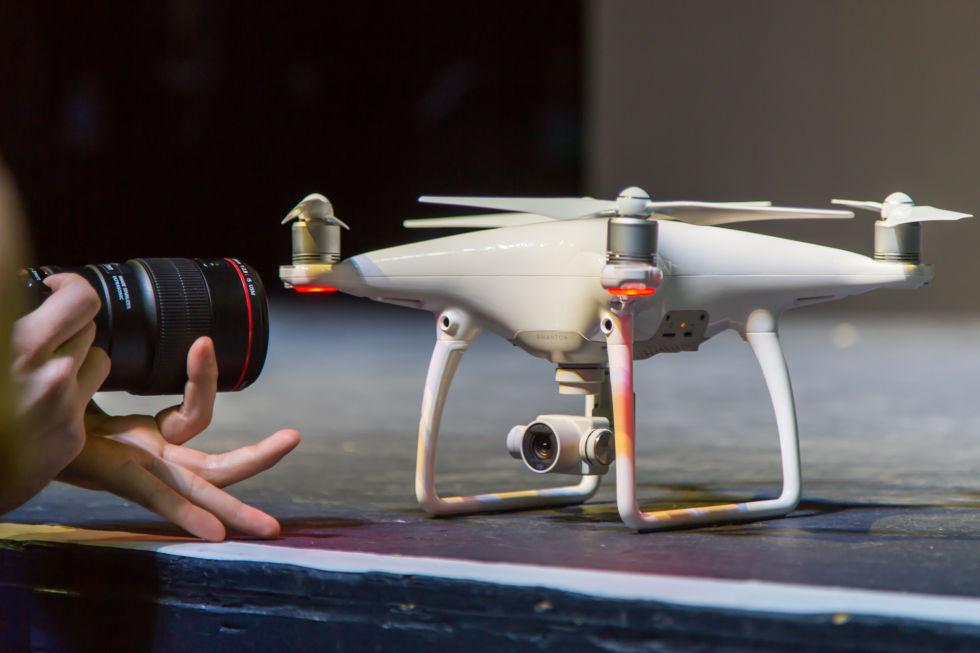 how to take dji phantom propellers off