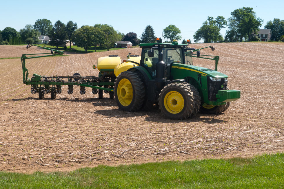 Self-driving tractors and data science: we visit a modern farm