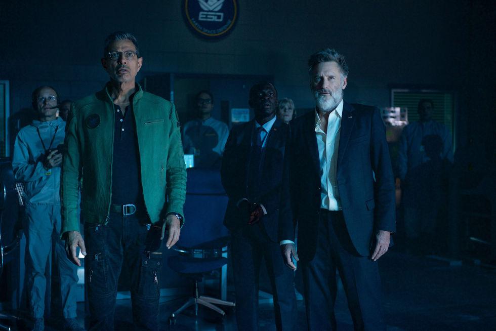 David Levinson (Jeff Goldblum) and former U.S. president Thomas Whitmore (Bill Pullman) make a shocking discovery. Photo Credit: Claudette Barius.