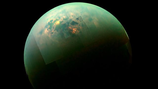 Cassini spies sunlit seas on Titan.