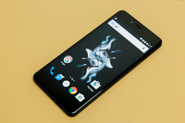 The OnePlus X: A 10-month-old phone that can't (officially) run Nougat.