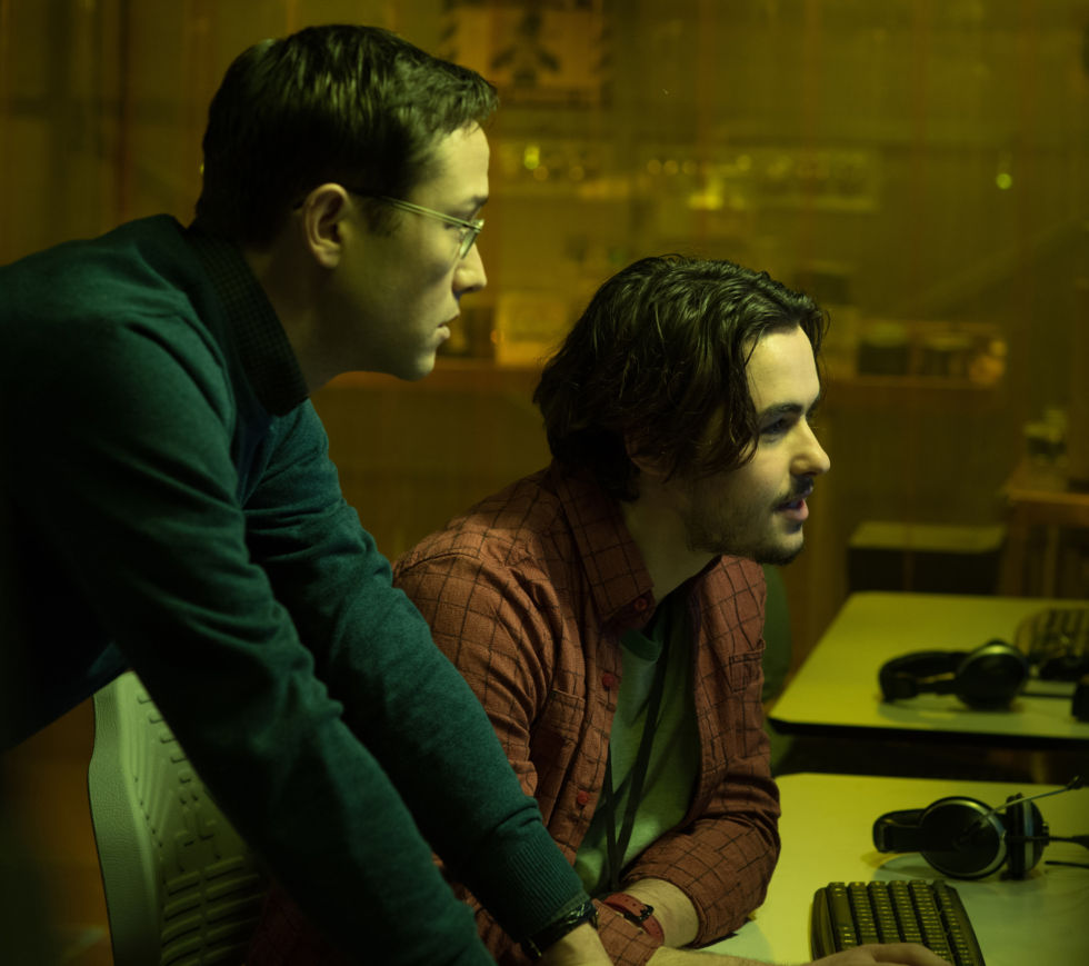 The actor who plays hipster-hacker Gabriel is kind of cheesy in <em>Snowden</em>, but to be fair, he had some awful dialogue to work with.