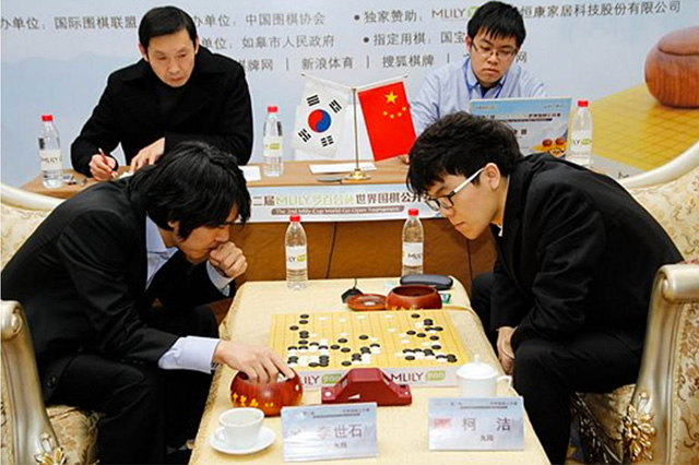"""DeepMind also created AlphaGo, <a href=""""http://arstechnica.com/information-technology/2016/03/google-ai-begins-battle-with-humanitys-best-go-player-tonight/"""">which defeated Lee Se-dol</a> (left)."""