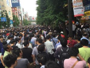 A photo of the crowd outside.