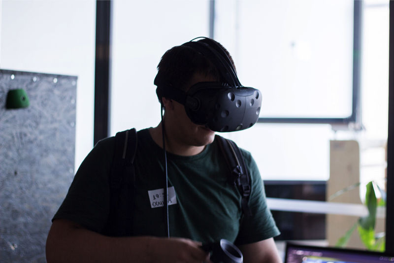 HTC Vive Wireless VR Prototype To Be Revealed This Fall
