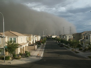 A dust storm rolls in to Arizona