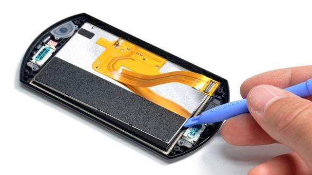 PSP Go teardown reveals expensive slider, replaceable