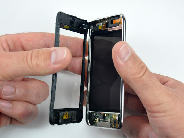 iPod touch teardown reveals 802.11n hardware, room for camera