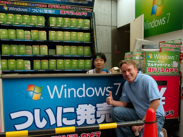 Windows 7 virals: Linus Torvalds, burgers, and 7,000 dominos