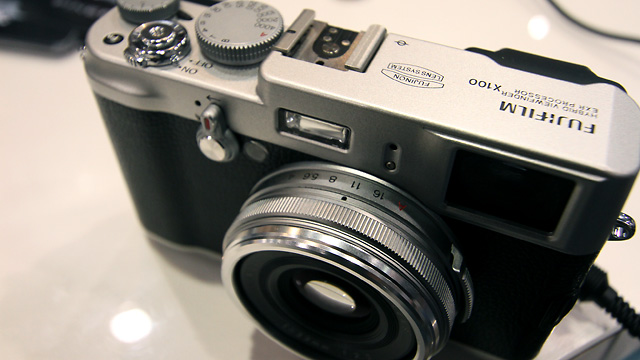 Fuji Goes Retro For Professional Digital Compact Camera