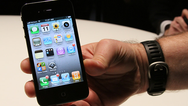 how to switch iphones on verizon half of verizon smartphone users mulling switch to iphone 3471