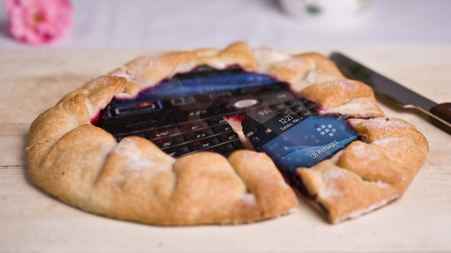 RIM is in trouble: who will buy the BlackBerry pie?